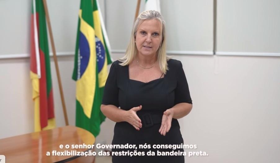 Prefeita Carina gravou vídeo explicando mudanças aos moradores de Sapiranga (Imagem: Reprodução)