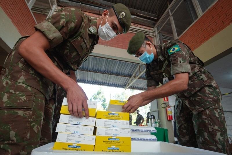 Militares do 3º Batalhão de Suprimento se responsabilizaram pela entrega dos medicamentos em 45 municípios - Foto: Felipe Dalla Valle/Palácio Piratini