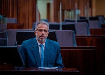 Faisal Karam já ocupa sua cadeira no plenário da Assembleia Legislativa Foto: Joel Vargas/AL