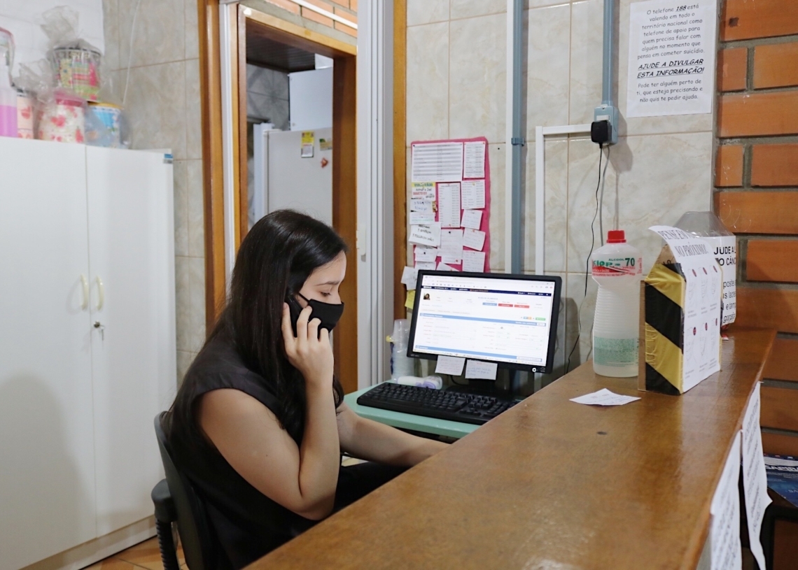 Casos de menor gravidade são atendidos pelas terapeutas individualmente por telefone - Foto: PMS