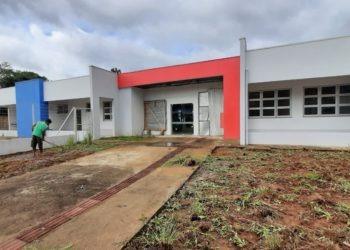 Limpeza do pátio já está em andamento nas obras da nova escola sapiranguense - Foto: Henrique Ternus