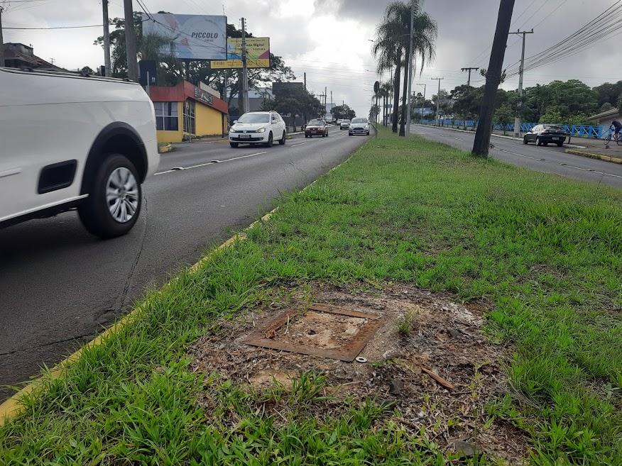 Controlador de  velocidade foi retirado em dezembro do ano passado da avenida  (Foto: Henrique Ternus)