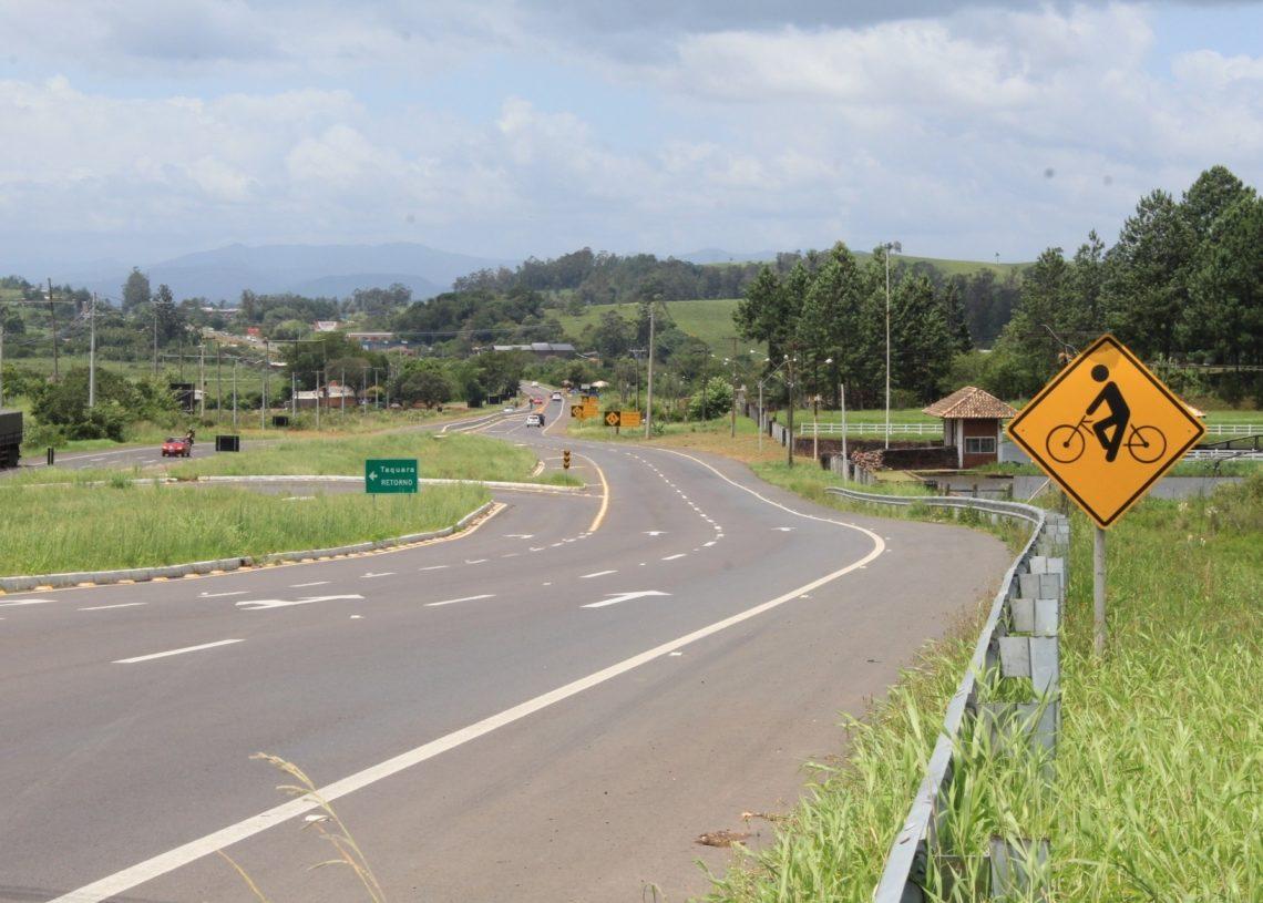 Em Taquara, há uma  luta para que seja  construída uma  ciclovia junto à RS-239 (Foto: Matheus de Oliveira)