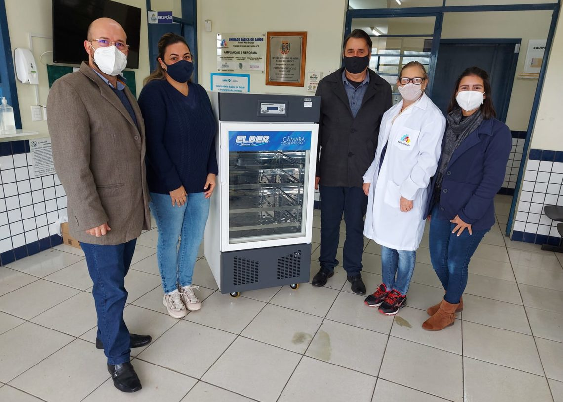 Prefeitura de Rolante recebendo a nova câmara fria (Foto: Divulgação)