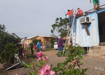Casa sendo desmontada (Foto: Deivis Luz)