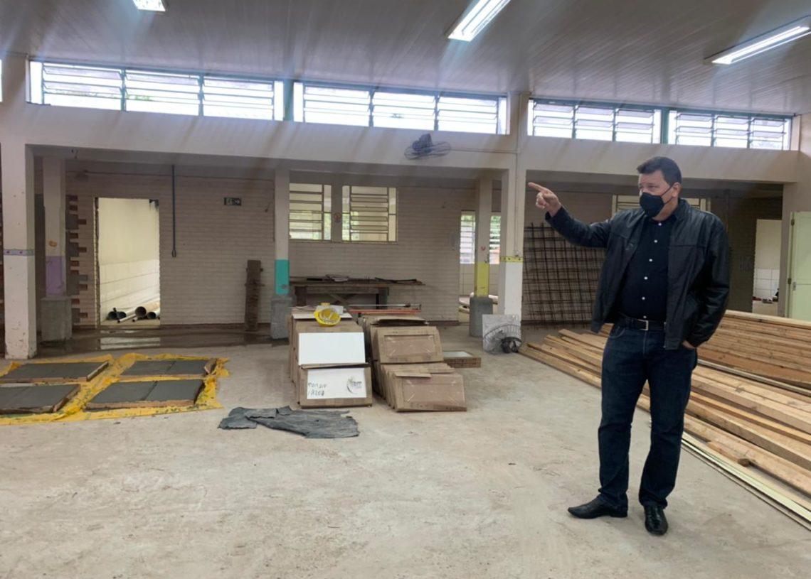 Prefeitura Luciano visitando a Emei Guilhermina Blos