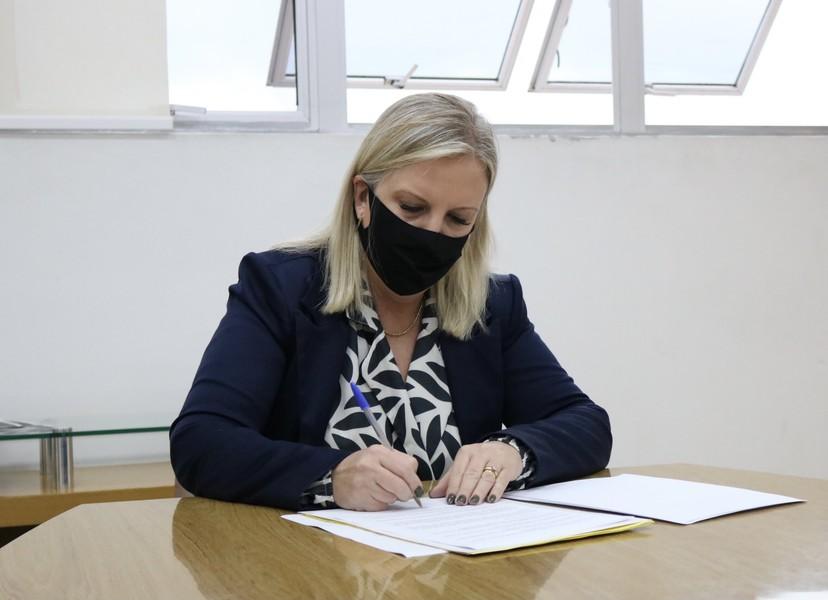Assinatura do termo de adesão ao PIM Foto: Divulgação/PMS