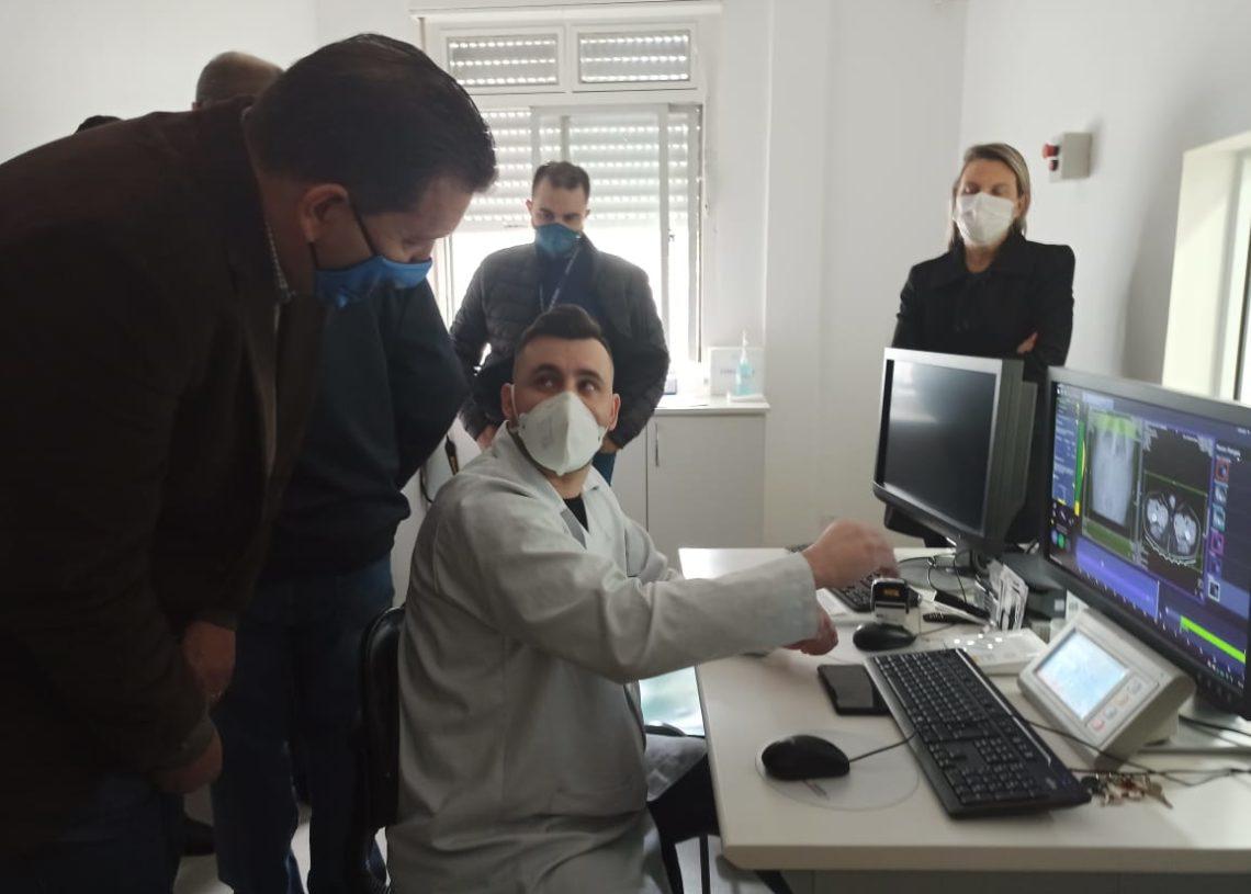 Prefeito acompanhou exame Foto: Divulgação PMCB