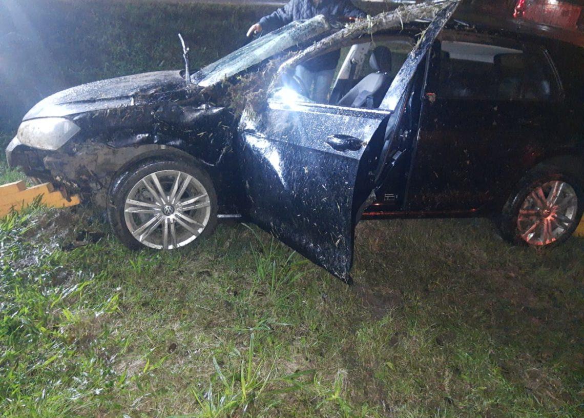 Com o impacto, veículo ficou bastante danificado