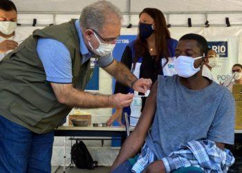 Marcelo Queiroga Vacinação praça da Cruz Vermelha no  Rio de Janeiro
