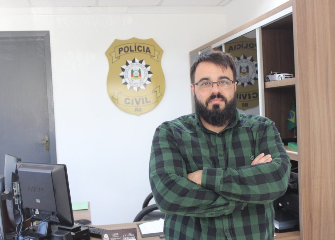 Delegado Fernando Branco assumiu está à frente da DP sapiranguense desde janeiro de 2015 (Foto: Melissa Costa)