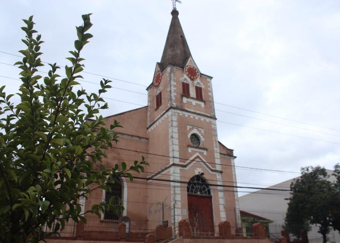 Igreja Evangélica de Confissão Luterana no Brasil, tombada como Patrimônio Histórico e Cultural de Campo Bom (Foto: Melissa Costa)