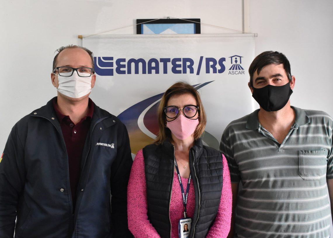 Emerson Brunner, diretor do Departamento de Agricultura e os extensionistas da Emater Judite Fritzen e Elder Leitzke / Foto: Divulgação