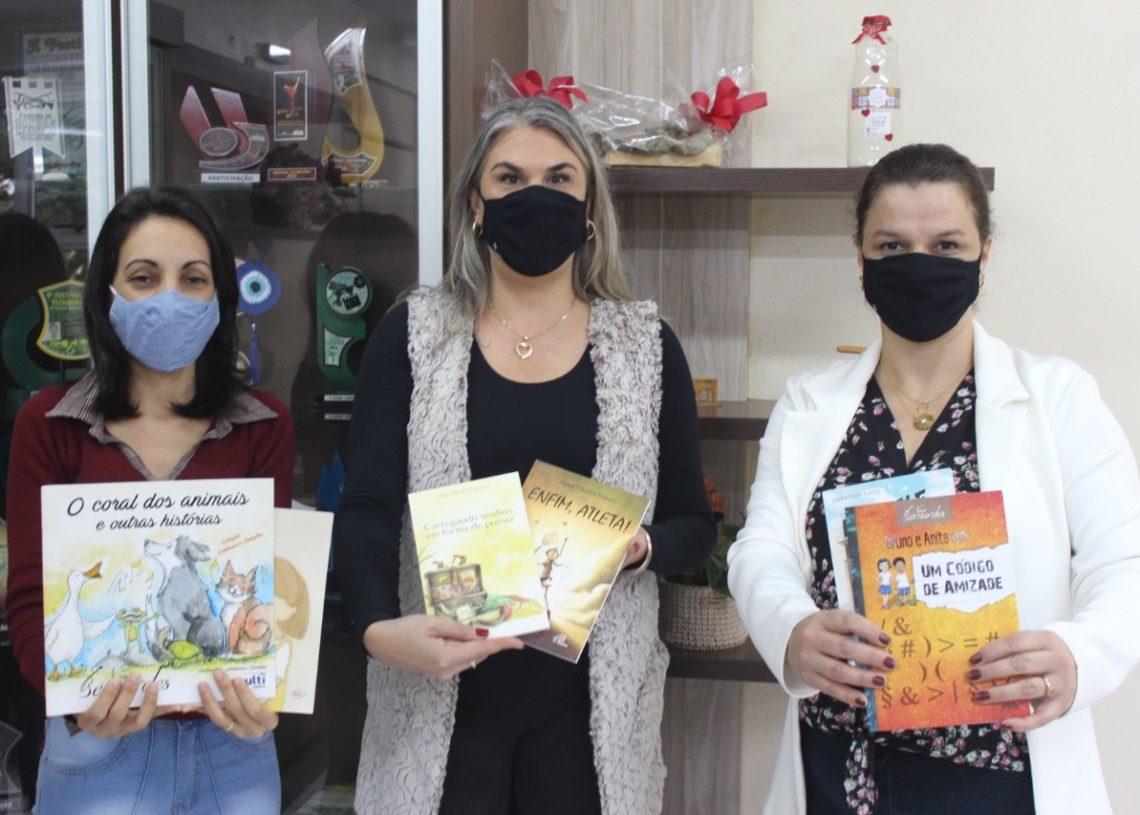Sarah, Cláudia e Ana Andrioli: feira on-line será mais uma forma de incentivar a leitura em Sapiranga  (Foto: Melissa Costa)
