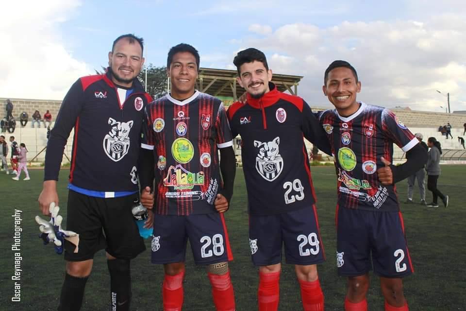 Felipe (número 29) com os companheiros do Stormers San Lorenzo de Potosí.
