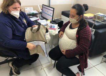 Catiana da Silva recebeu a sua bolsa maternidade em uma das últimas consultas do pré- natal, na UBS João Goulart