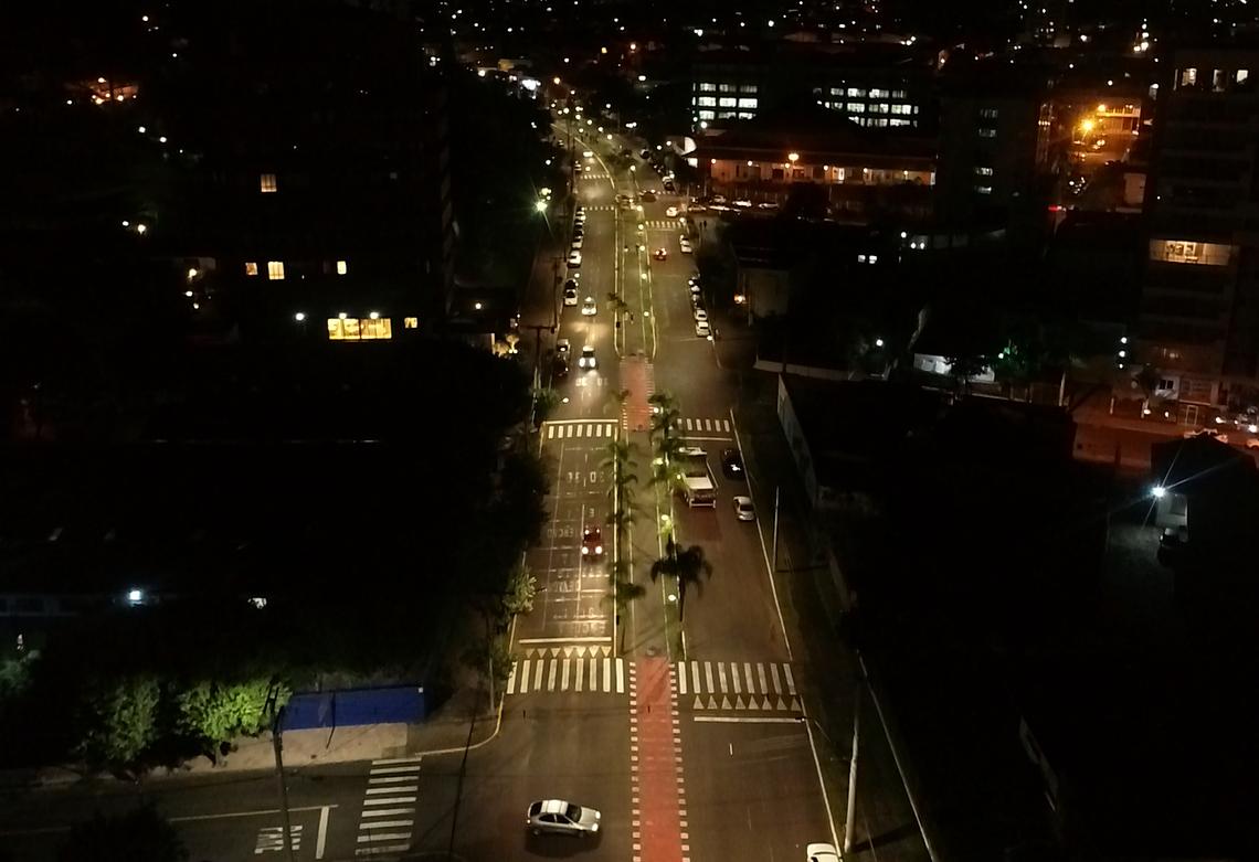 Avenida Independência mais clara e segura para os moradores (Foto: PMCB)