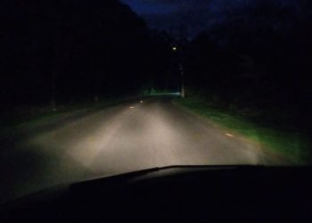Em trecho da Estrada Campo Bom, única  iluminação é do veículo  (Fotos:  Melissa Costa)