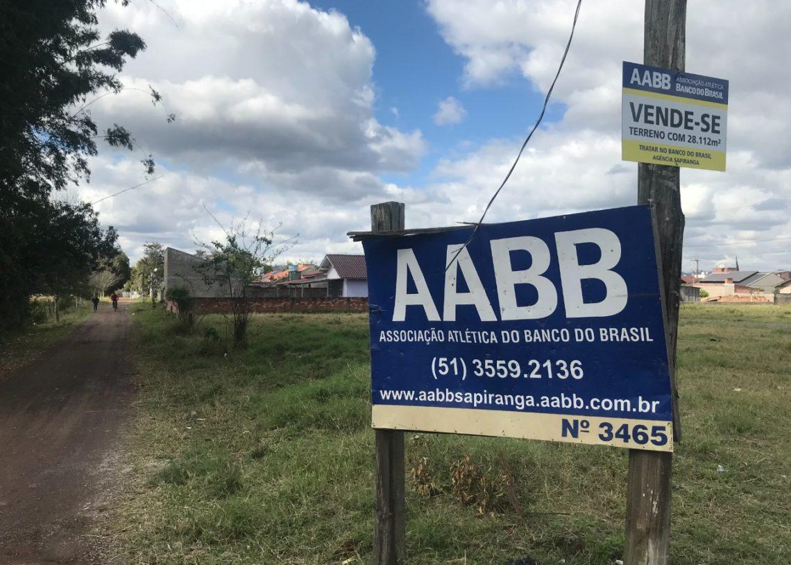 Entrada da sede da AABB Sapiranga já tem a placa indicando a venda