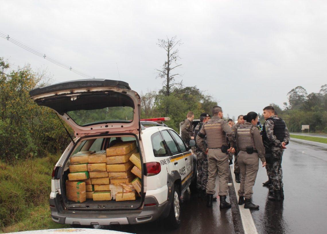 Quase 400kg de droga apreendidos nesta manhã (Foto: Melissa Costa)