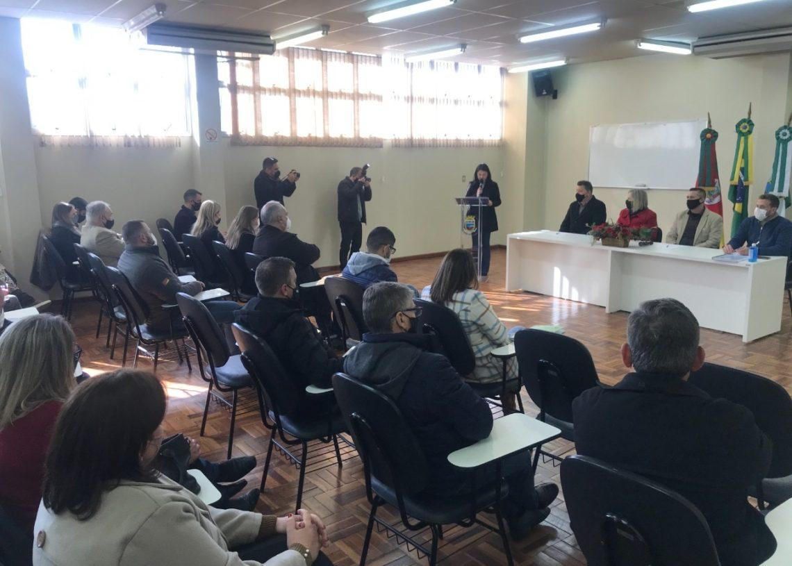 Secretários, prefeitos e demais autoridades durante a reunião em Sapiranga Foto: Melissa Costa
