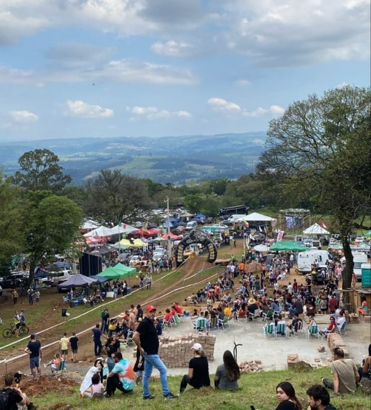 O bom tempo do domingo incentivou os expectadores
