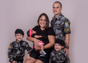 Anderson com a esposa Andréia e os três filhos do casal (Foto: Divulgação)